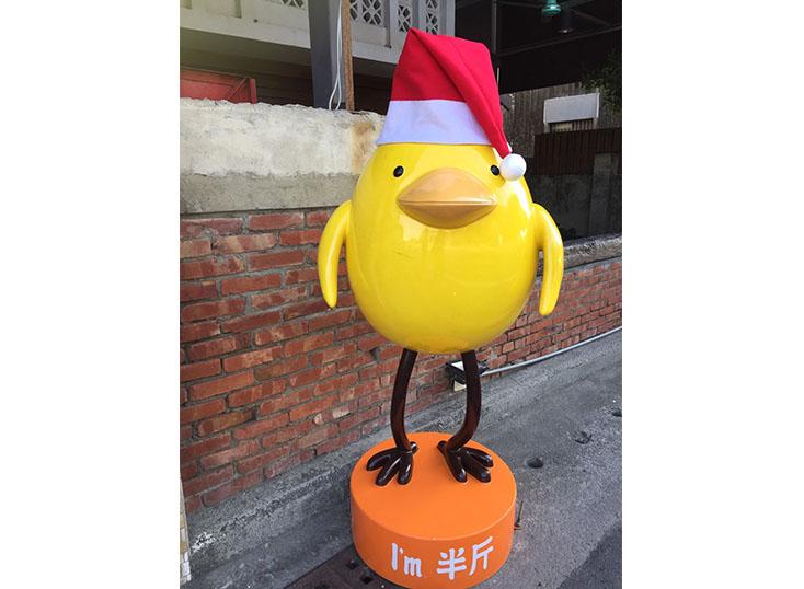 台南。安平。有『半斤』站崗的。炸雞洋行