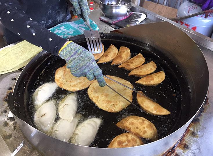 台南。安平。在地人也愛。劉記韭菜盒子